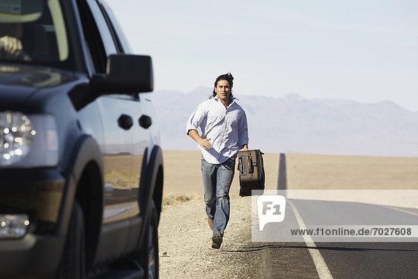 Auto  rennen  Tramper