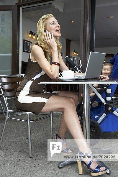 sprechen  Notebook  Mittelpunkt  Mutter - Mensch  Erwachsener