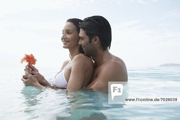 Vereinigte Staaten von Amerika  USA  Wasser  umarmen  Blume  jung  Amerikanische Jungferninseln