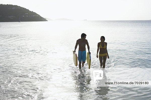 Vereinigte Staaten von Amerika  USA  gehen  Ozean  jung  Amerikanische Jungferninseln  Bodyboard