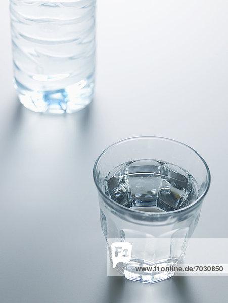 nahe  Wasser  Glas  Flasche