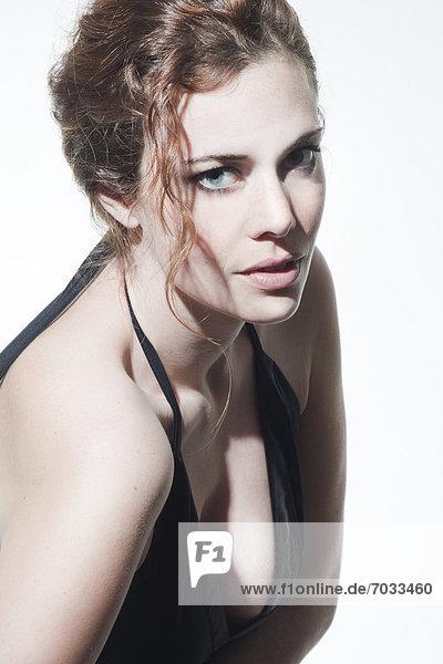 Junge Frau mit lockigem Haar  Porträt