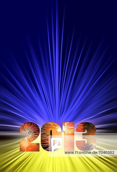 Symbolfoto Jahreswechsel 2013 im blau-gelbem Sternenkranz mit Jahreszahl und innen rötlichem Feuerwerk. Composing eigener Stern-Grafik.