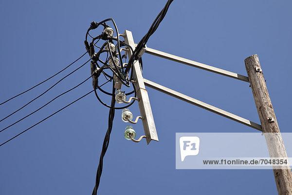 Stromleitungen  Überlandleitungen  Arenys de Mar  Comarca Maresme  Katalonien  Spanien  Europa  ÖffentlicherGrund