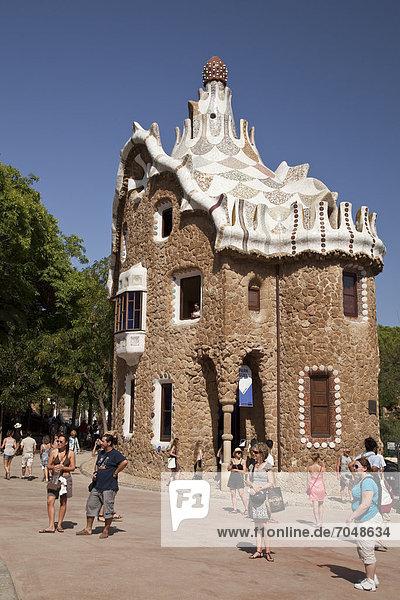 Pförtnerhäuschen im Parc Güell von Antoni Gaudi  UNESCO-Weltkulturerbe  Barcelona  Katalonien  Spanien  Europa
