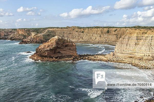 Strand von Costa Vicentina mit Klippen  Algarve  Portugal  Europa