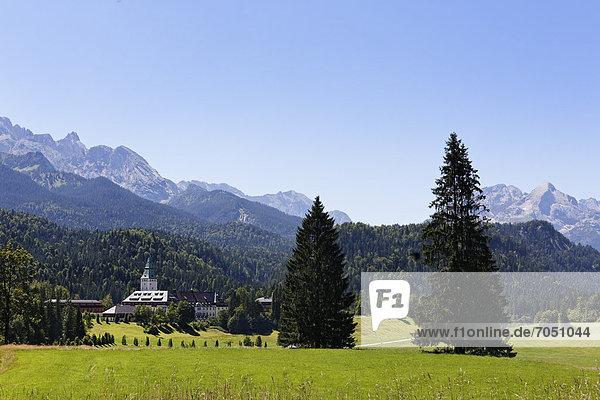 Schloss Elmau  Krün  Wettersteingebirge  Werdenfelser Land  Oberbayern  Bayern  Deutschland  Europa  ÖffentlicherGrund