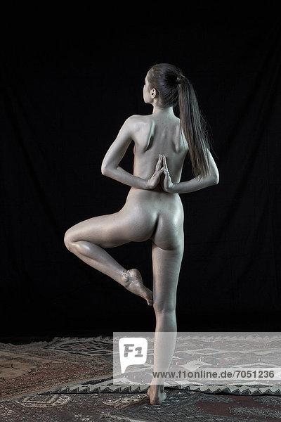 Yoga nackt Free Nude