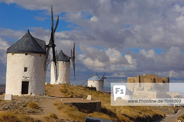 Windmills and Castle of the Knights of St John of Jerusalem  Consuegra  Toledo province  Route of Don Quixote  Castilla-La Mancha  Spain