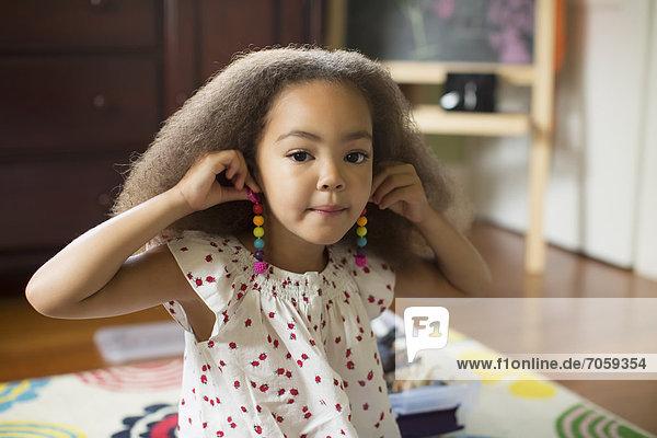 anprobieren  mischen  Ohrring  Mädchen  Mixed
