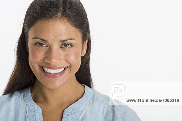 Frau  lächeln  jung  schießen  Studioaufnahme