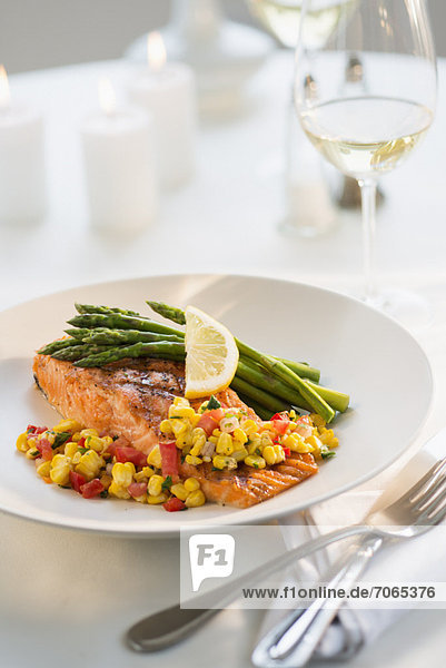 Restaurant  Teller  Speisefisch und Meeresfrucht