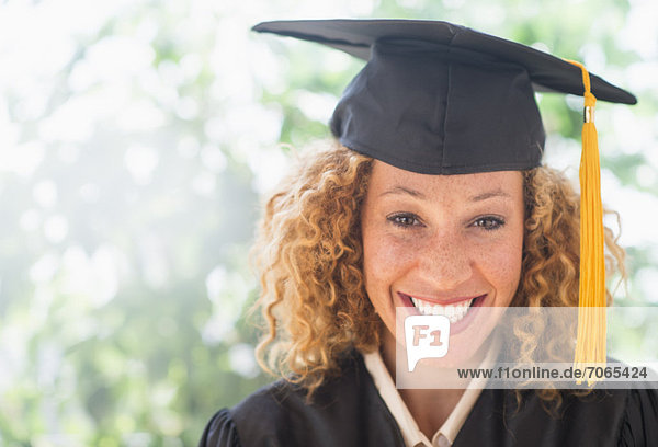 Portrait  Frau  lächeln  jung  Doktorhut