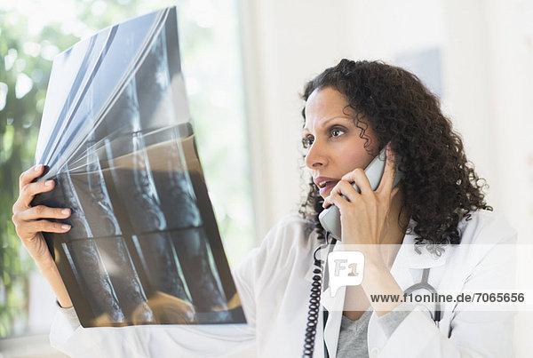 sehen  Arzt  scan  Magnetresonanztomographie