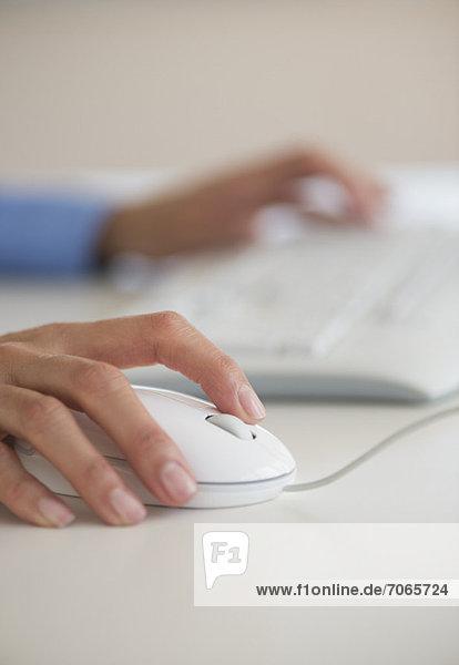 Mensch Computermaus Maus computer mouse