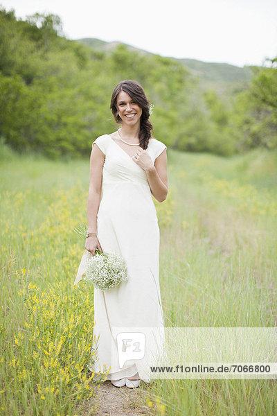 Portrait  Frau  Blume  halten  weiß  Kleidung  Kleid