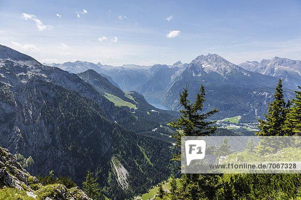 Königssee und Watzmann  2713 m  Aussicht vom Kehlsteinhaus auf die Alpen  Berchtesgadener Land  Bayern  Deutschland  Europa