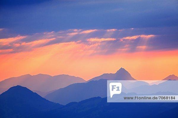 Sonnenuntergang in den Kitzbühler Alpen  Tirol  Österreich Sonnenuntergang in den Kitzbühler Alpen, Tirol, Österreich