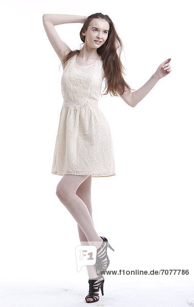 Frau  Schönheit  sehen  weiß  Hintergrund  jung  wegsehen  Reise  Kleid  Haar