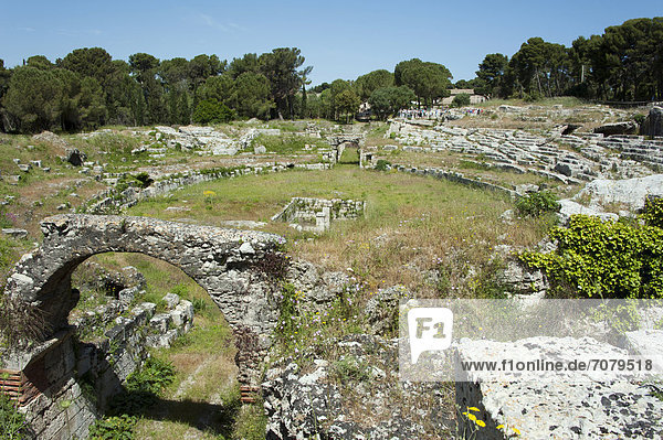Römisches Amphitheater  Archäologischer Park Neapolis  Siracusa  Syrakus  Sizilien  Italien  Europa