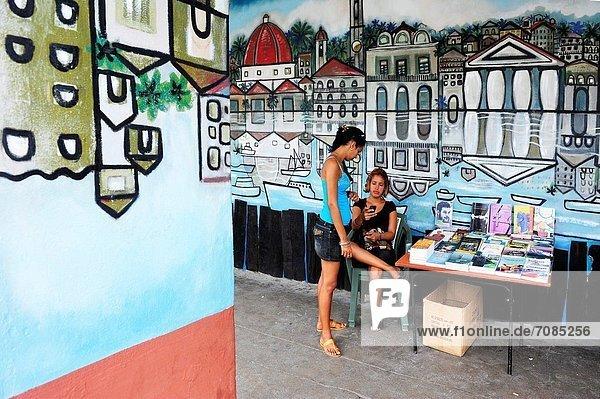 Frau  Buch  Straße  verkaufen  2  Cienfuegos  Kuba