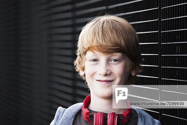 Lächelnder rothaariger Junge  Portrait
