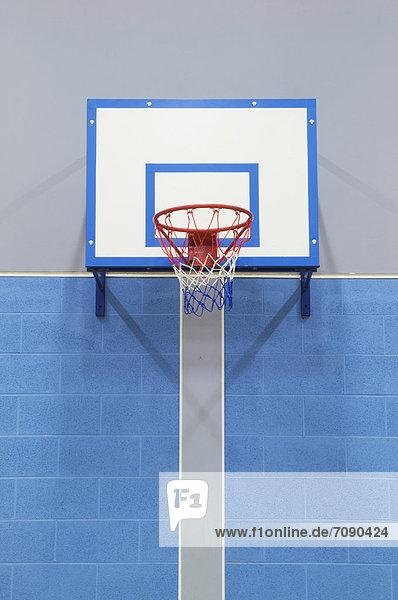 hoch  oben  nahe  Wand  Halle  Schule  Basketball  einlochen  modern  Sport hoch, oben ,nahe ,Wand ,Halle ,Schule ,Basketball ,einlochen ,modern ,Sport