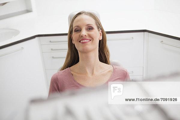 Deutschland  Patient auf Zahnarztstuhl