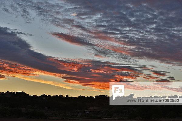 Spanien  Mallorca  Blick auf bewölkten Himmel bei Sonnenuntergang