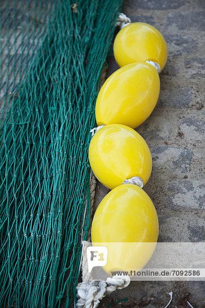 Spanien  Palma  Mallorca  Blick auf Fischernetz und Schwimmer
