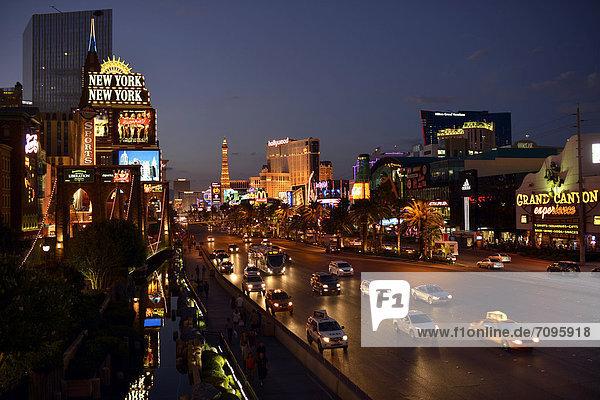 Vereinigte Staaten von Amerika USA Paris Hauptstadt Nacht Nevada Las Vegas Luxushotel The Strip