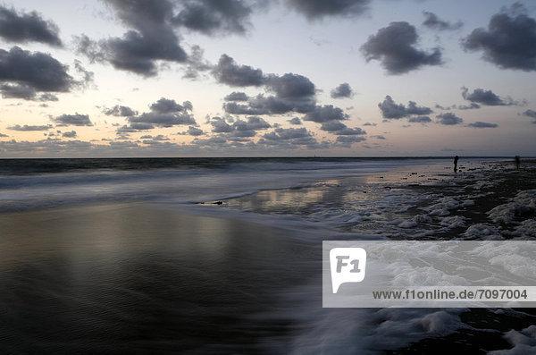 Sonnenuntergang am Atlantik  französische Atlantikküste bei Saint-Jean-de-Luz  Region Aquitanien  DÈpartement PyrÈnÈes-Atlantiques  Frankreich  Europa