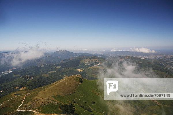 Landschaft am Berg La Rhune  905m  Baskenland  Pyrenäen  Region Aquitanien  DÈpartement PyrÈnÈes-Atlantiques  Frankreich  Europa