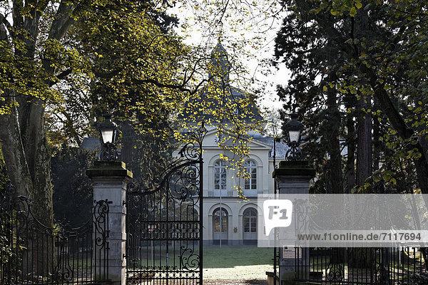 Schloss Eller  Düsseldorf  Nordrhein-Westfalen  Deutschland  Europa