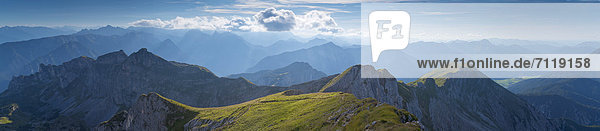 Berglandschaft im Karwendelgebirge  Tirol  Österreich Berglandschaft im Karwendelgebirge, Tirol, Österreich