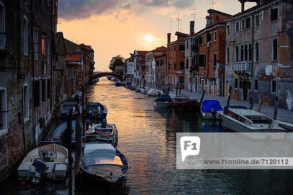 Sonnenuntergang  Italien  Viertel Menge  Venedig
