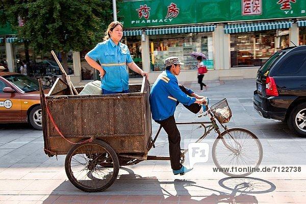 Frau  Sommer  fahren  chinesisch  Abfall  Peking  Hauptstadt  China  Dreirad