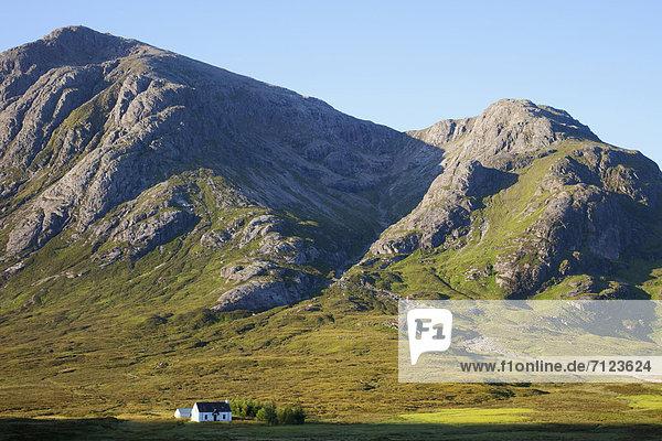 Europa Berg Urlaub Wohnhaus Großbritannien Einsamkeit Reise Highlands Schottland Tourismus Glen Coe