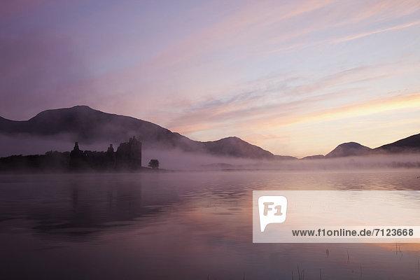 Europa  Urlaub  Palast  Schloß  Schlösser  Großbritannien  Sonnenaufgang  Dunst  Reise  Morgendämmerung  Nebel  ernst  Schottland  schottisch  Strathclyde  Tourismus