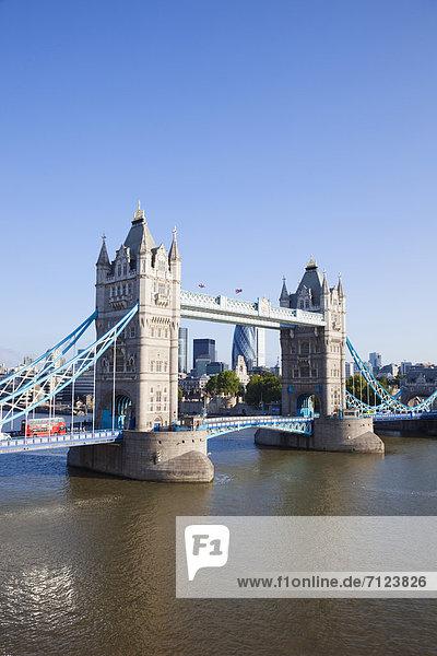 Europa  Urlaub  britisch  Großbritannien  London  Hauptstadt  Reise  Brücke  Sehenswürdigkeit  Themse  England  Tourismus  Tower Bridge