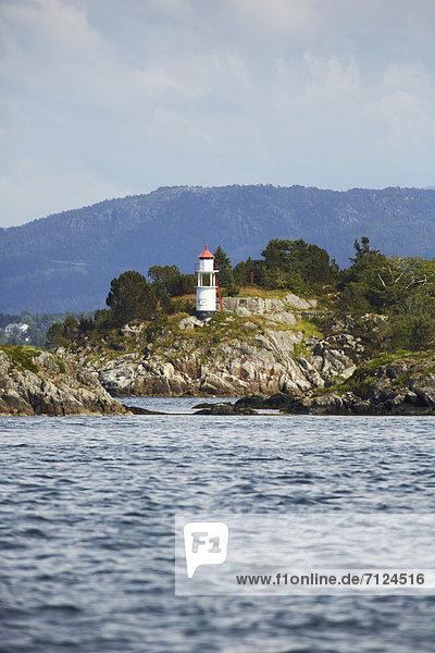 Leuchtturm  Flatoyna  Norwegen  Europa