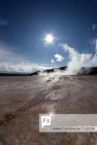 Vereinigte Staaten von Amerika  USA  Nationalpark  Amerika  Geysir  Heiße Quelle  Natur  Yellowstone Nationalpark  Sonne  Wyoming