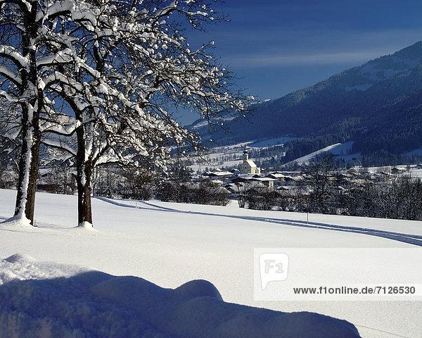 Europa Winter Wohnhaus Baum Gebäude Reise Natur Kirche Dorf Skisport Österreich Platz Schnee Tirol