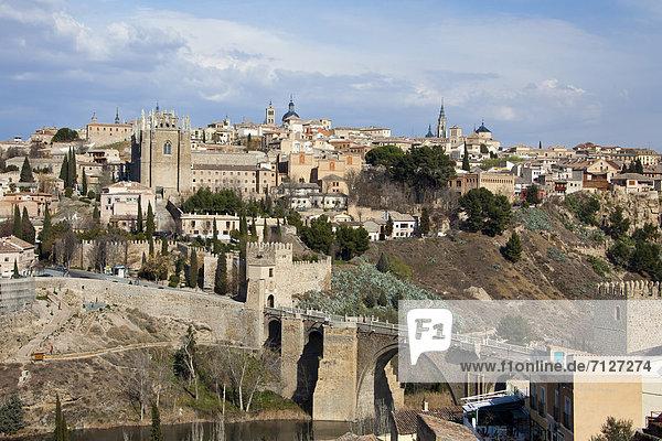 Skyline  Skylines  Europa  Sonnenuntergang  Großstadt  Hauptstadt  Architektur  Geschichte  Brücke  Fluss  Kathedrale  Herbst  maurisch  Spanien  Toledo