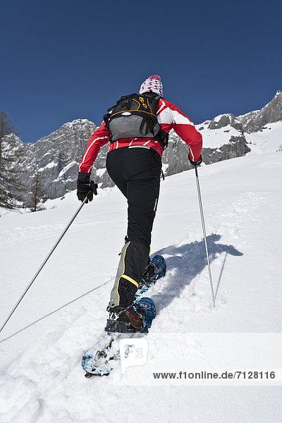 Schneeschuh  Winter  Mann  gehen  rennen  Tagesausflug  Schuh  Ramsau bei Berchtesgaden  Österreich  Schnee
