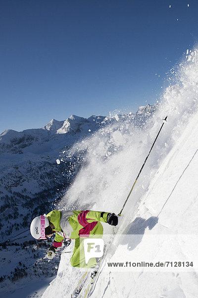 Wintersport  Skihelm  Frau  Winter  Geschwindigkeit  Sport  schnitzen  Ski  Vitalität  Tiefschnee  Österreich  Helm  Salzburg