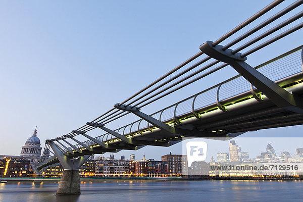 beleuchtet  Urlaub  britisch  Großbritannien  London  Hauptstadt  Reise  Architektur  Brücke  Kathedrale  St. Pauls Cathedral  Themse  Nacht  England  Tourismus