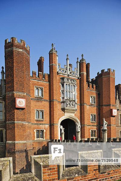 Mensch  Urlaub  Menschen  britisch  Großbritannien  London  Hauptstadt  Reise  Palast  Schloß  Schlösser  England  Hampton Court  Surrey  Tourismus