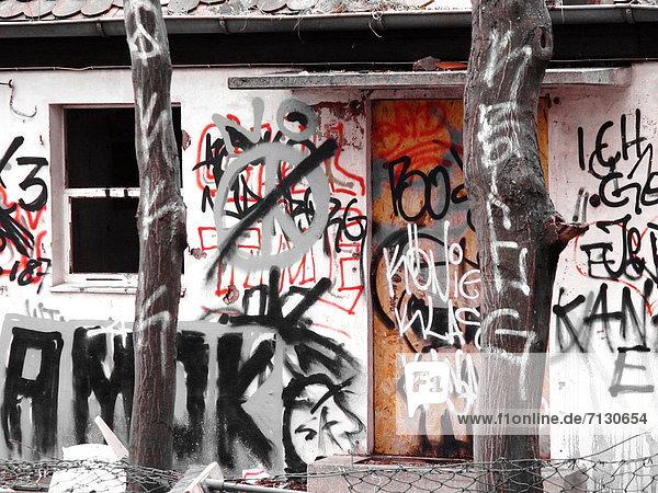 bauen  Europa  Ruhe  Spritzer  Symbol  Gebäude  Fassade  Vernichtung  Deutschland  Graffiti  Nürnberg bauen ,Europa ,Ruhe ,Spritzer ,Symbol ,Gebäude ,Fassade ,Vernichtung ,Deutschland ,Graffiti ,Nürnberg