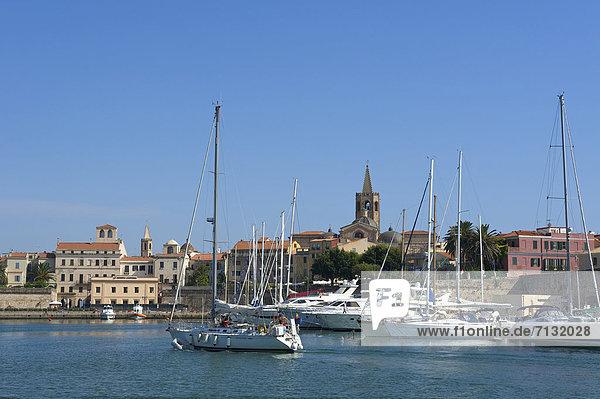 Hafen Europa Tag europäisch Stadt Großstadt Boot Tretboot Insel Motorboot Sardinien Alghero Italien Mittelmeer